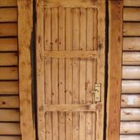 Дверь из настоящего дерева