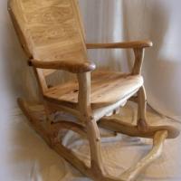 Кресло-качалка из светлого дерева